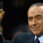 """Berlusconi si offre personalmente """"all'asta"""" per cena benefica"""