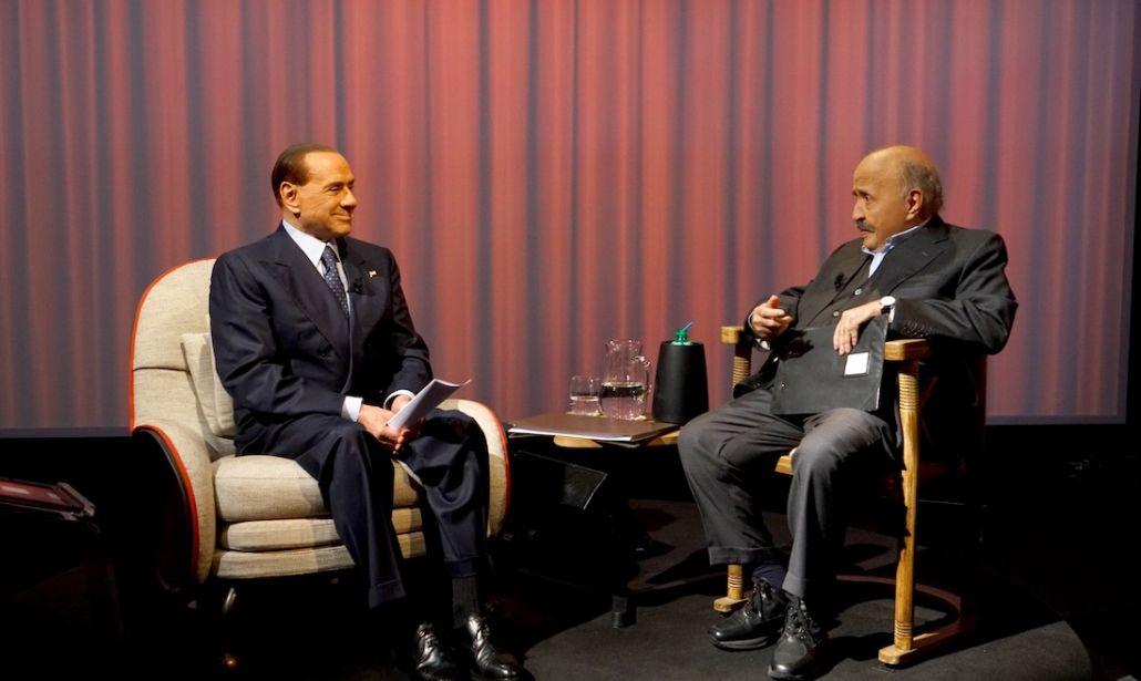 """Silvio Berlusconi insieme a Maurizio Costanzo negli studi di Canale5 per """"L'Intervista"""""""