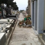 """Paternò, cimitero pieno di immondizia. Il sindaco: """"Colpa dei cittadini"""""""