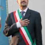 Adrano, incendiata la macchina del sindaco Ferrante: solidarietà da Paternò