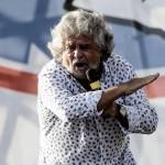 """Immigrazione, Grillo all'attacco: """"Via i clandestini con i barconi. Rischio malattie"""""""