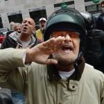 Grillo contestato a Genova