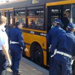 """""""Autobus pubblici per il trasporto di clandestini"""". La denuncia choc"""