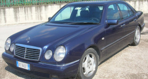MERCEDES-CLASSE-E-250-BLU-750x400