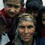 Paternò, vie del centro invase da rom che chiedono denaro ai cittadini. E' degrado