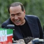"""Berlusconi sprona gli azzurri: """"Forza Italia non si tocca"""""""