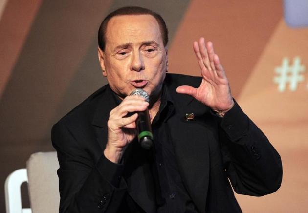 L'ex premier e leader di Forza Italia, Silvio Berlusconi, ospite della manifestazione annuale di Fratelli d'Italia guidata da Giorgia Meloni