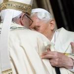 Vaticano. 65 anni di sacerdozio per Benedetto XVI, la festa con papa Francesco
