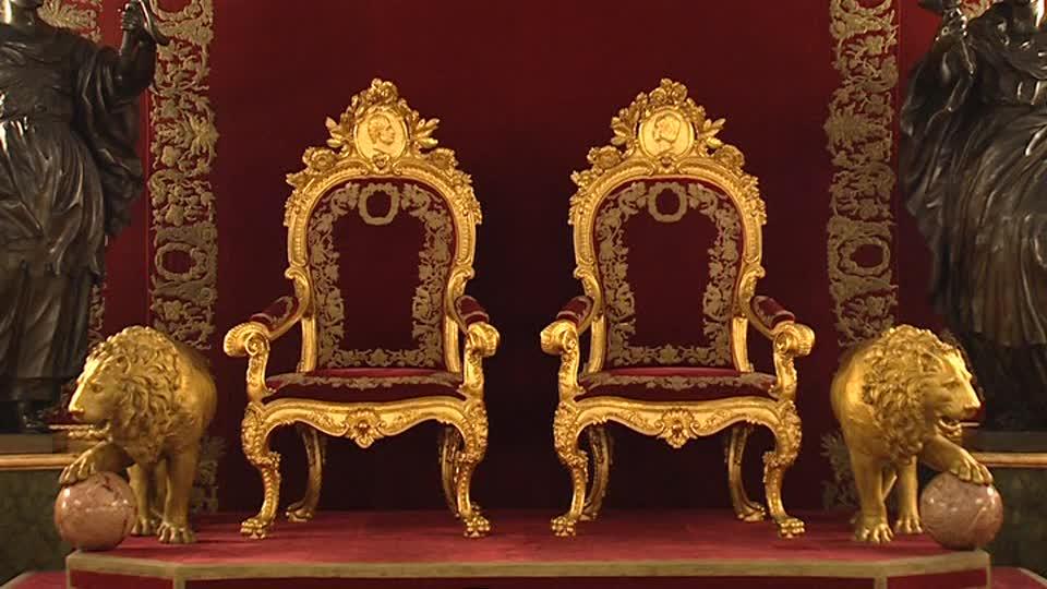 167152421-trono-palazzo-reale-di-madrid-el-pardo-stemma