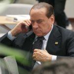 """Forza Italia, sms di Berlusconi: """"No al Referendum"""""""