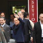"""Berlusconi torna ad Arcore: """"Prova dolorosa ma non mollo"""""""