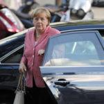 "Referendum, la Merkel sta con Renzi: ""Sostegno alla Riforma"""