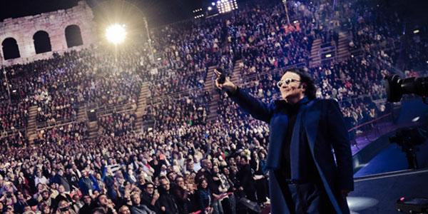 """Renato Zero durante il concerto """"Alt Arena Arrivo"""" dello scorso giugno all'Arena di Verona"""