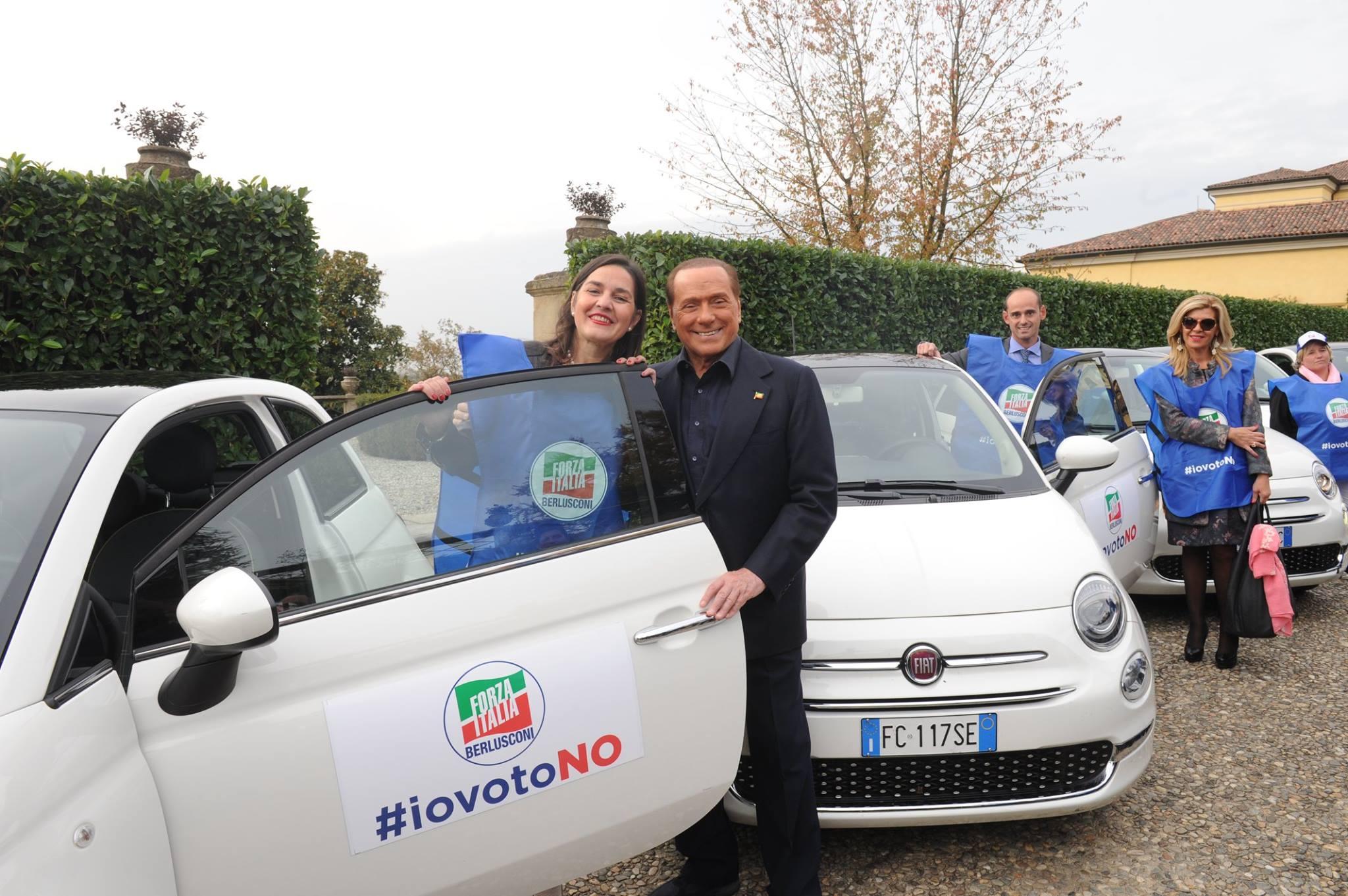"""Silvio Berlusconi al fianco delle """"sentinelle del voto"""" azzurre"""