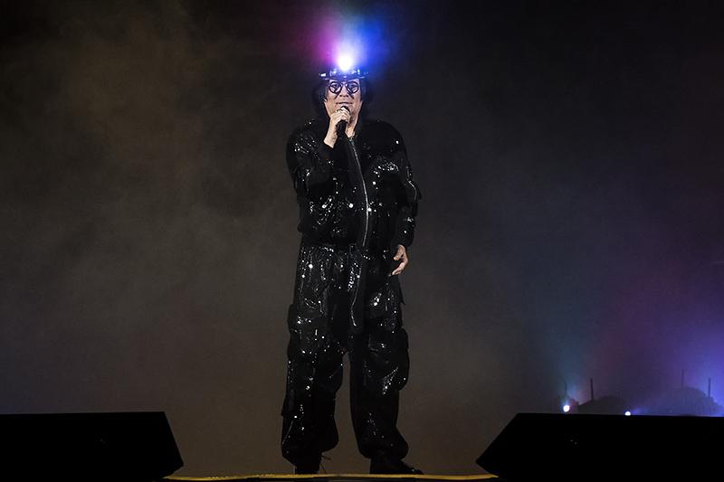 """Renato Zero all'inizio dello show """"Alt Tour""""."""