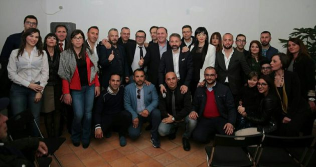 """Una foto di gruppo durante l'incontro di ieri pomeriggio nel comitato elettorale di """"Paternò On"""" in via Emanuele Bellia""""."""