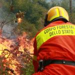 In Sicilia camion guasti, gli incendi si spengono a piedi