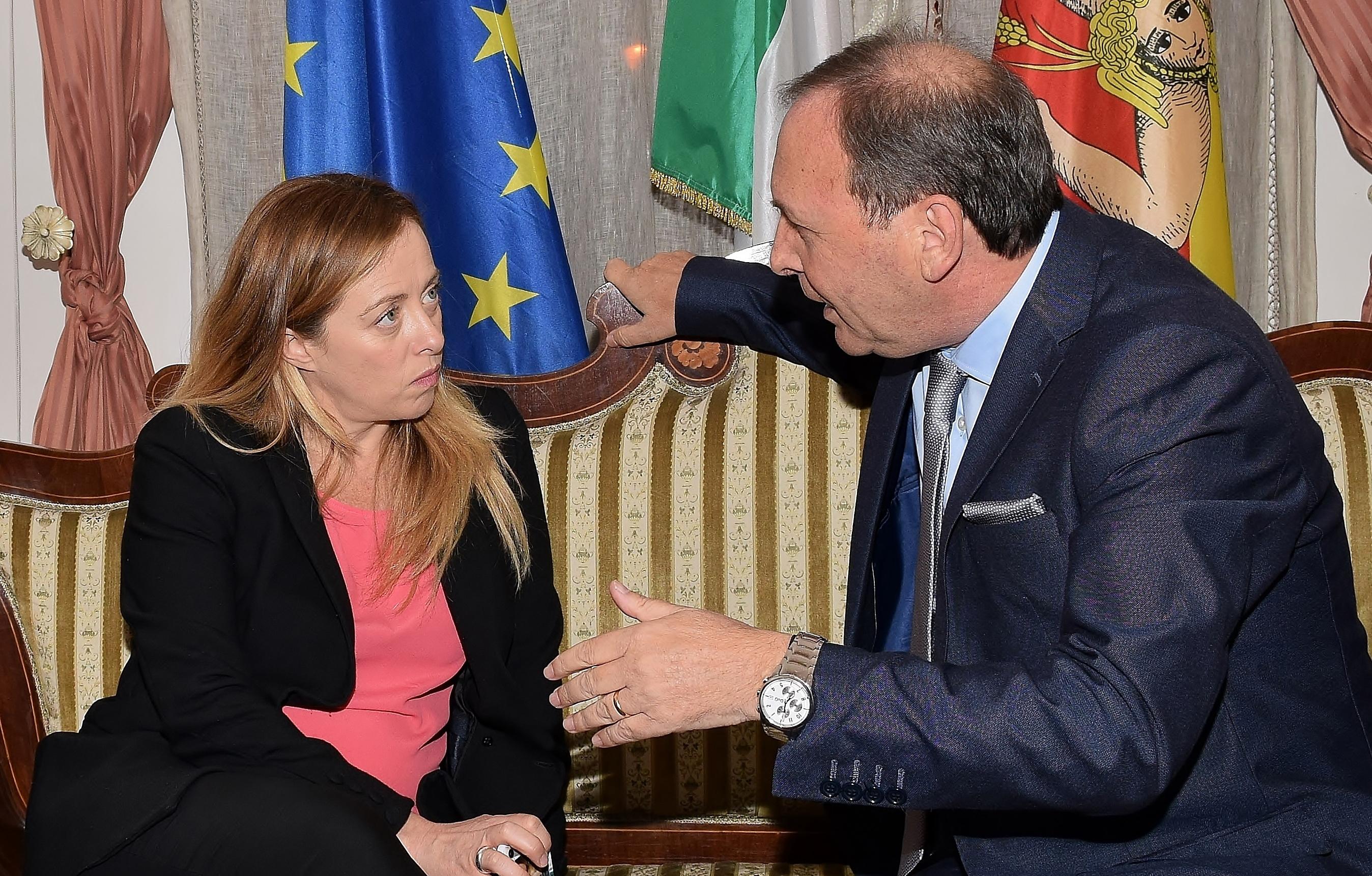 Giorgia Meloni durante il colloquio con il sindaco di Paternò Nino Naso. (Foto: A. Carobene)