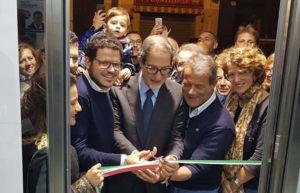 Il taglio del nastro tricolore inaugurale di Gaetano Galvagno, Nello Musumeci e Nino Strano.