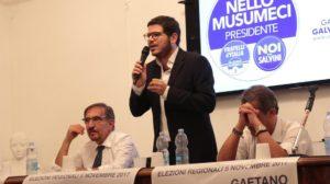 Ignazio La Russa, Gaetano Galvagno e Nino Strano durante una manifestazione elettorale a Paternò.