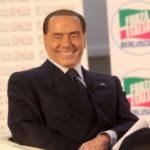 """Berlusconi rilancia: """"Io in campo. I grillini sono la rovina del Paese"""""""