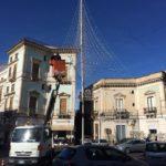 """Paternò. Il sindaco e l'albero al Quattro Canti: """"Gli auguri con la città"""""""