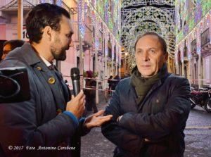 Il sindaco di Paternò Nino Naso intervistato da Salvo Spampinato al termine della presentazione delle nuove luminarie di giorno 1 dicembre. (Foto: Antonino Carobene)