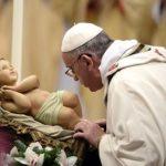 """Il Papa: """"Il Natale è per chi fugge dagli Erode di turno"""""""