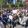 Pif insieme ai disabili che hanno partecipato alla Marcia della dignità a Palermo