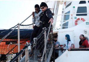 L'immagine postata dalla ong Proactiva Open Arms sul suo profilo Instagram in relazione allo sbarco di 91 migranti a Pozzallo, il 12 marzo 2018. Tra loro c'era anche un giovane di 22 anni, morto il giorno successivo per la malnutrizione che da mesi ha contribuito a peggiorare il suo già precario quadro clinico. +++ ATTENZIONE LA FOTO NON PUO' ESSERE PUBBLICATA O RIPRODOTTA SENZA L'AUTORIZZAZIONE DELLA FONTE DI ORIGINE CUI SI RINVIA +++