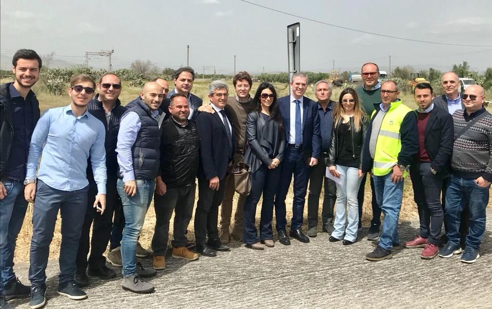 Un momento dell'incontro paternese dell'assessore regionale siciliano Marco Falcone. La foto è stata pubblicata, insieme ad altre, nel profilo ufficiale dell'assessore regionale Falcone.