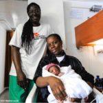 Migranti: a Catania nave Acquarius con il piccolo Miracle