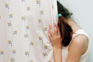 Pedopornografia: Telefono arcobaleno, cresce in Europa bambina molestie violenza sessuale violenze