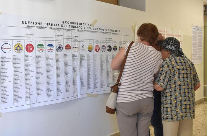 Comunali: aperti i seggi, al voto quasi 7 milioni