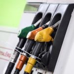 Benzina, sale il prezzo per i ponti delle ferie: fino a 2 euro al litro