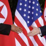 """Trump e Kim firmano documento congiunto: """"Denuclearizzazione"""""""