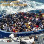 Migranti, trenta si buttano in mare da un barcone: quattro annegati