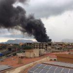 Palermo. Fulmine manda a fuoco deposito legno