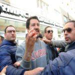 «Salvini condannato per lancio di uova»: il tweet di Renzi rievoca l'episodio del '99