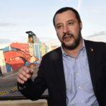 """Salvini adesso si schiera al fianco del gommista: """"Io sto con chi si difende"""""""