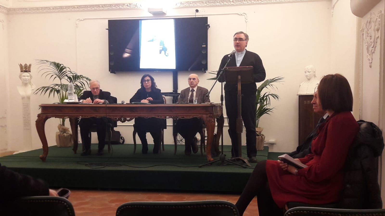 Un momento dell'incontro in Biblioteca Comunale a Paternò.