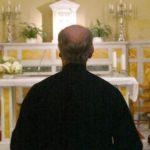 Catania. Ricatta un prete che aveva scambiato foto osé con il suo fidanzato