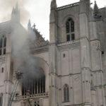 """Volontario confessa: """"Ho appiccato il fuoco nella cattedrale di Nantes"""""""