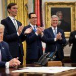 """Trump annuncia """"accordo di pace storico"""" tra Israele e Emirati"""