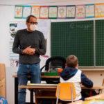 Rientro a scuola, in classe senza mascherina. E per i prof quella trasparente