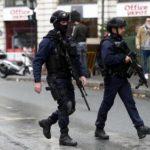 Parigi, arrestato uomo che si aggirava con machete