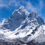 Ghiacci Himalaya precipitano in un fiume, si temono 200 morti