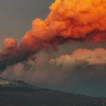 Sicilia, Etna. Anche oggi fontana di lava e cenere lavica. Attività non stromboliana