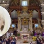 L'estremo saluto a Raffaella Carrà. I funerali a Roma, tanta commozione
